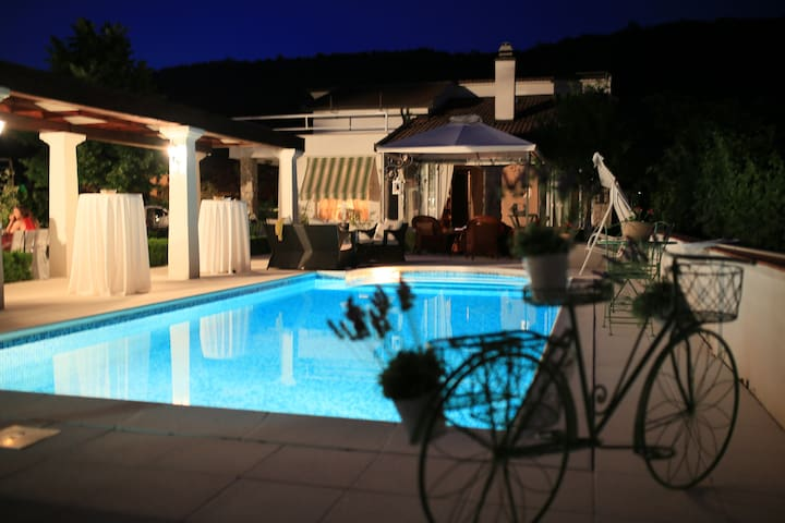 Spacious, family-oriented home with private pool - Ljubuški - Villa
