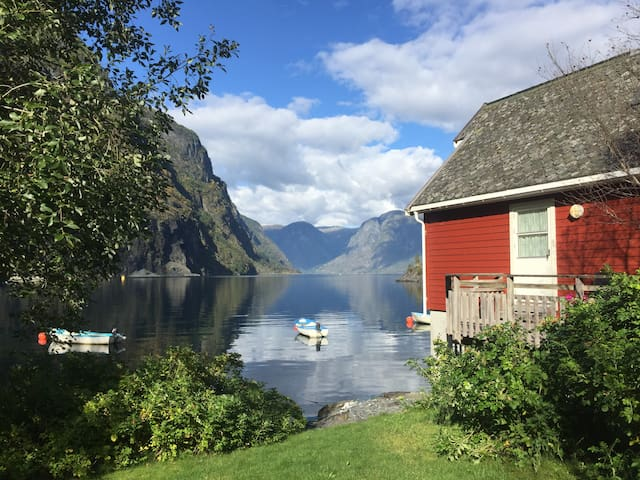 Fretheim Fjordhytter. Flåm. Boat included.