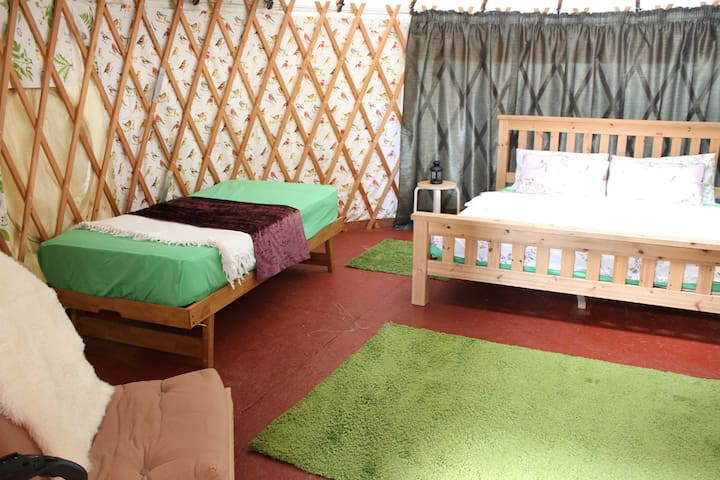 Glottenham Family Fields glamping in Rural Sussex - Robertsbridge - Yurt