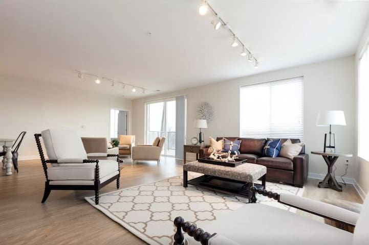 3BR, Waterside at RiverPark Place