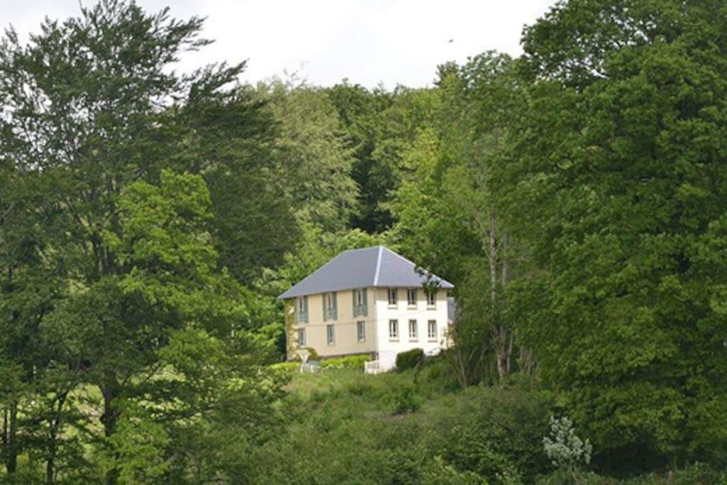 Domain Les Roches Morvan - een drieverdiepingen villa uit 1900
