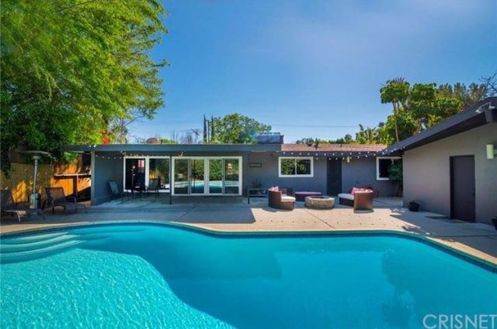 MIDCENTURY VALLEY CHARM - Los Angeles - House