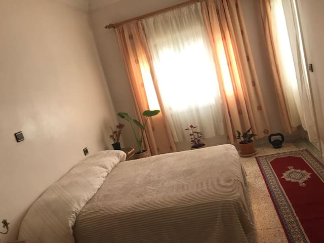 privat room in calm area. 3min tosea 4mi oldmedina