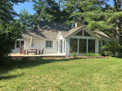 2 Suites in Williamsburg Creek Cottage