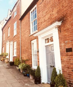 Ludlow - 5* Luxury Apartment with FREE PARKING