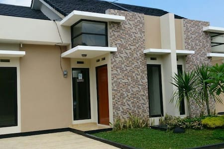 Beautiful and clean house in Bekasi - jati asih bekasi - House