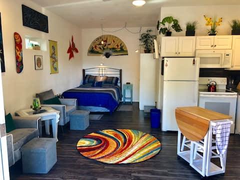 Mountain Zen. Queen bed,AC,Bath,Kitchen,Yard.