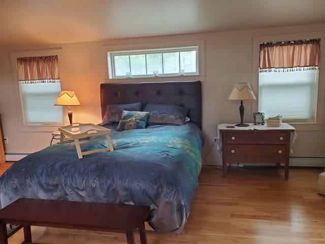 Charming loft bed & bath