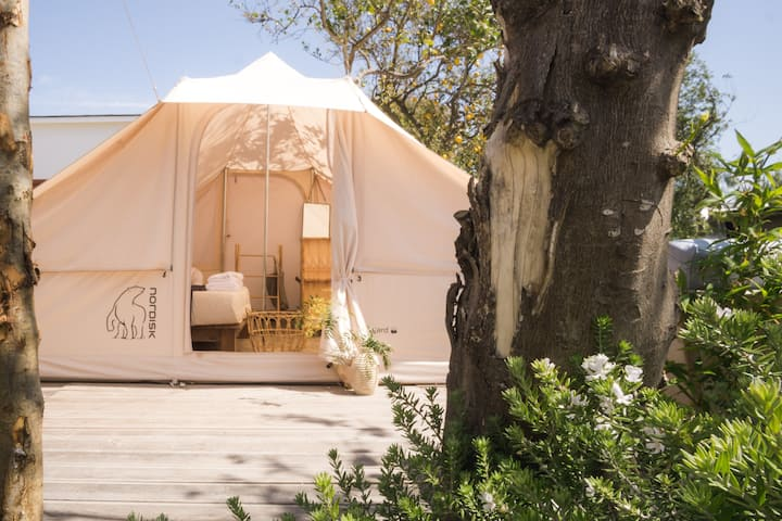 Glamping tent for 2 people near the sea