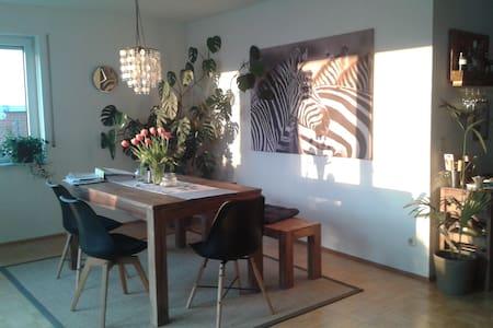 Helles Zimmer mit Terrasse in 110 m²-Wohnung - Koblenz