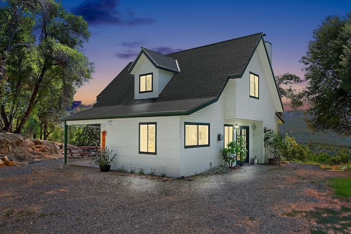 Hillside Cottage-Near Bass Lake and Yosemite