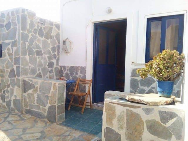 Sofi 's Stone house in Anafi