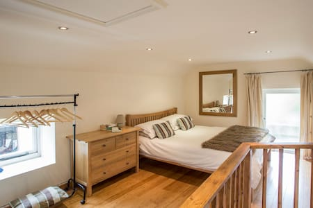 Beautiful converted barn with hot tub & pool - Langport - House