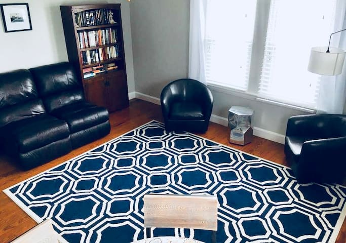 2 bedroom home near Colby College (1.5 miles)