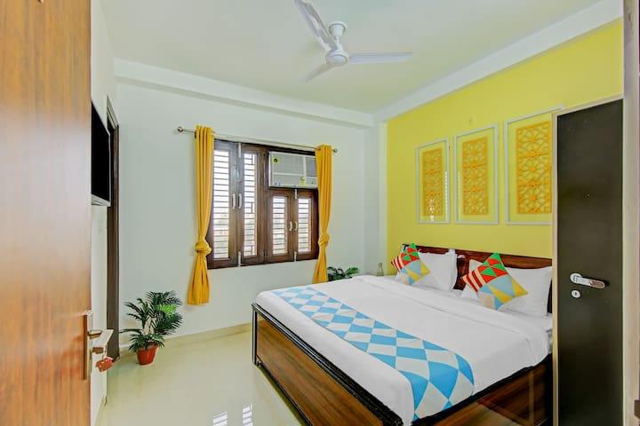 OYO Best Offer! Well-Lit 1BR Home in Delhi