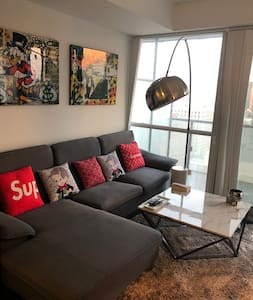 Gorgeous condo in the heart of downtown Toronto