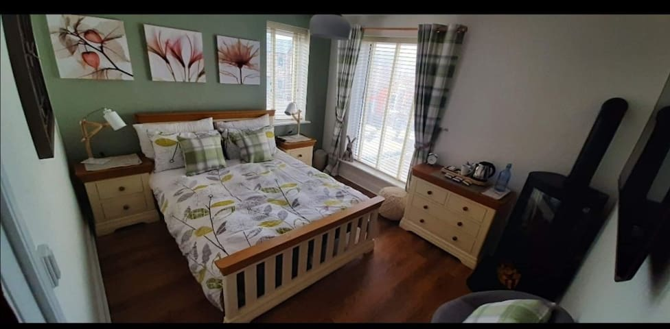 Spacious double room with private bathroom.