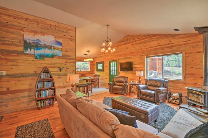 Serene Cabin on 3 Wooded Acres-20 Min to Fairplay