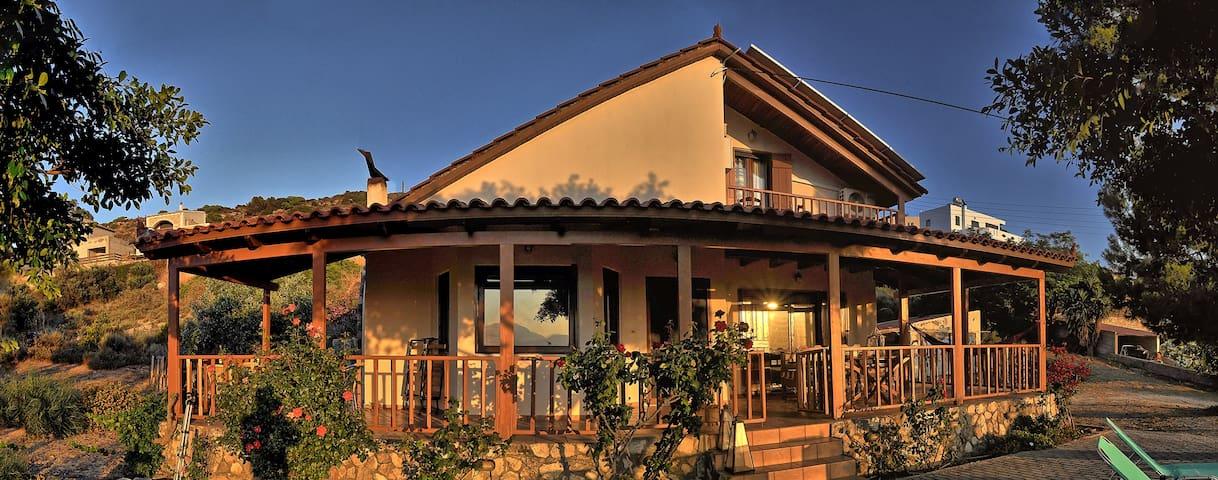 Villa Sofita - amazing view & privacy in Pitsidia