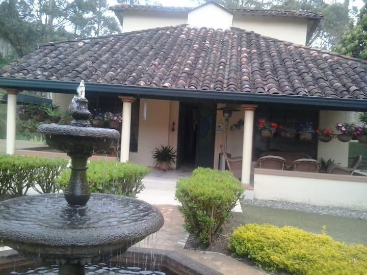 Casa de campo en Llano Grande, Antioquia. Colombia