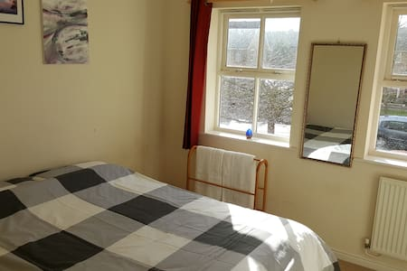 Double room with close links to Stansted + London. - Braintree - House