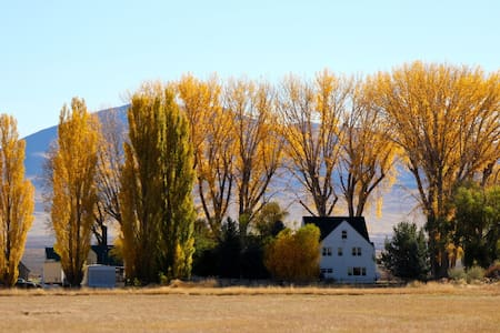 Country getaway at the historic Stonehouse - Winnemucca