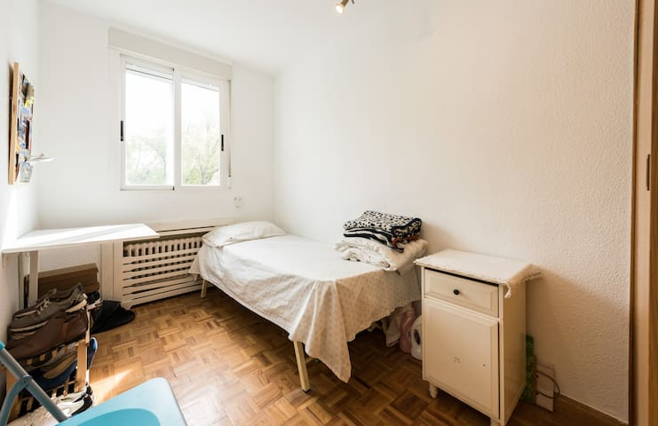 habitacion con wifi ( 15 minutos del centro) - Madrid - Appartement