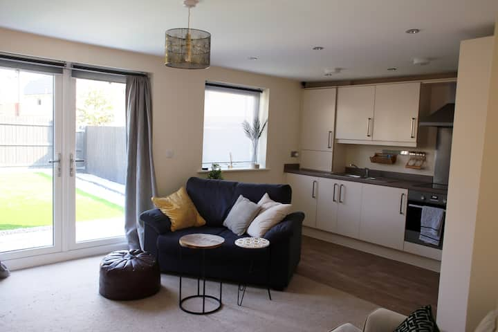 Modern & cosy central Bangor private apartment
