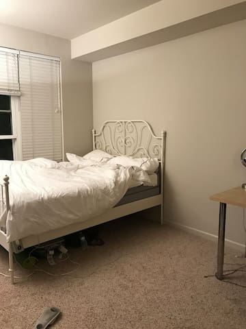 PRIVATE SPACIOUS ROOM 15 MINUTES FROM SF