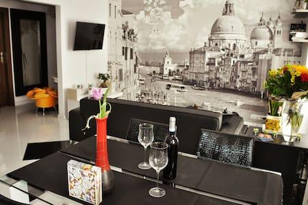 Beautiful and Stylish Apartment - Breslavia - Departamento