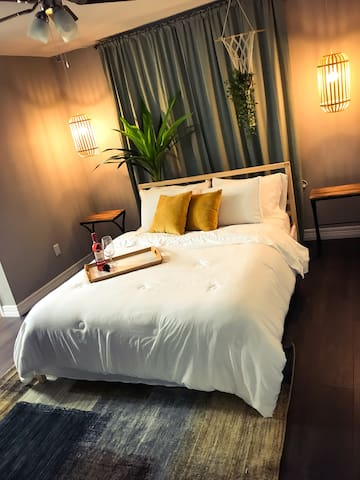 ✵Queen Bed Private Room #5✵ A Perfect 5-Star Stay!