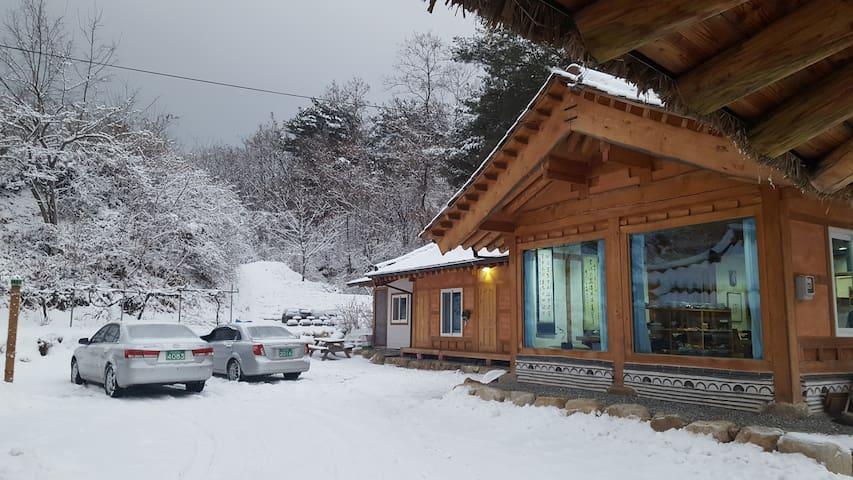 산과 호수 계곡이 어우러진 유곡산방(별채) - Gandong-myeon, Hwacheon - Huis
