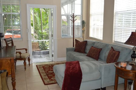 Relax in Lovely Gables Home & in Midst of it All