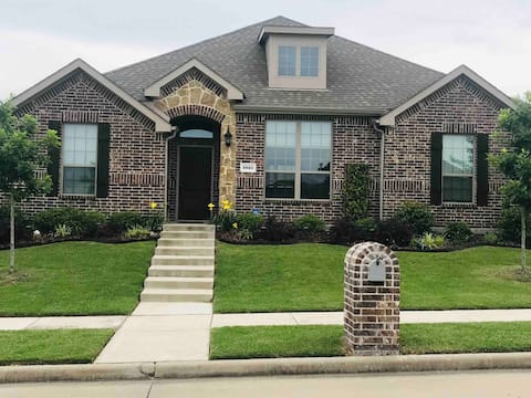 Lovely 3/2.5 Home Away from Home near Dallas