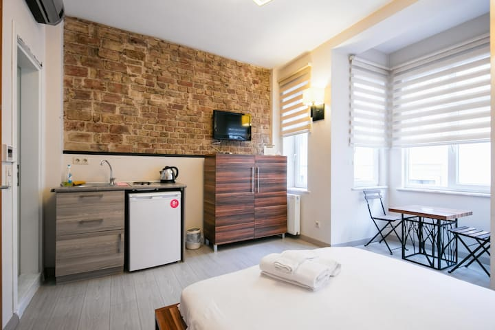 Leon Apartment in Taksim # 301