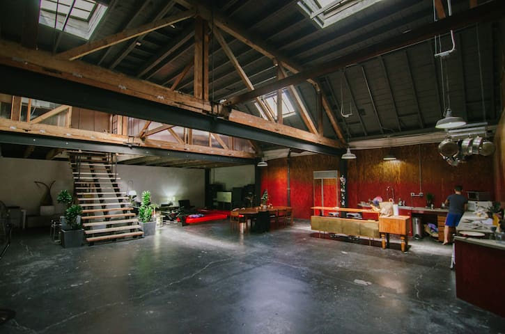 LOCATION LOFT: FILMING, PHOTO SHOOTS, EVENTS +