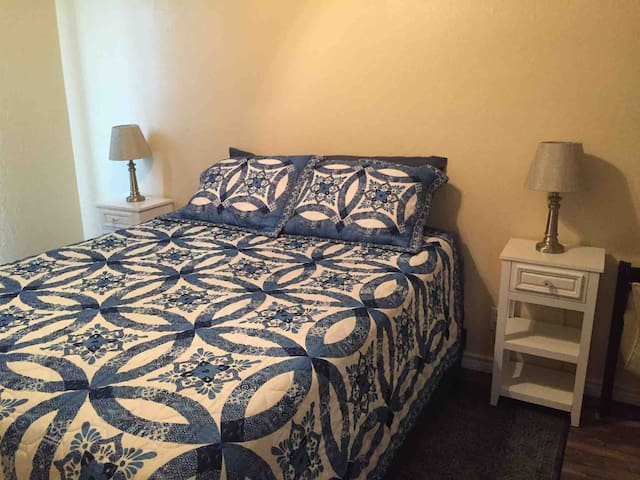"""Blue Room""queen size bed"