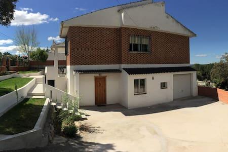 Chalet con pisc. priv. Calalberche cerca de Madrid - Calalberche - Chalet