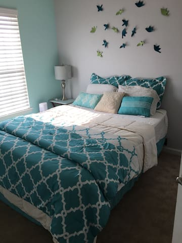 Cozy bedroom(queen) in townhouse - Glen Burnie - Dom