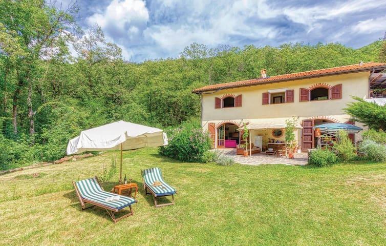 Casamasa: Splendida Villa immersa nel fresco verde