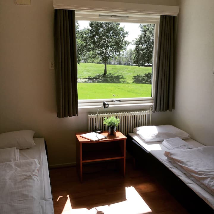Motellrom med enkel standard - rett ved Gamlebyen