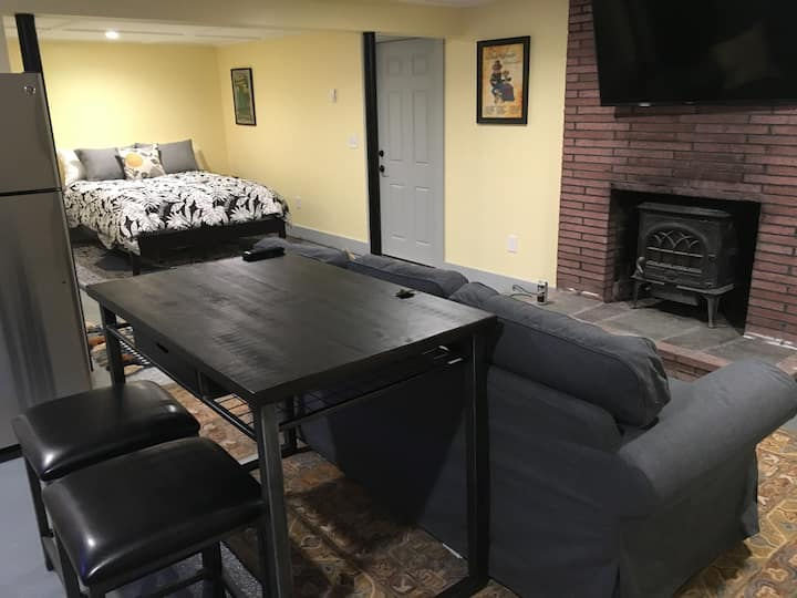 Full apartment in quiet neighborhood close to college and beaches