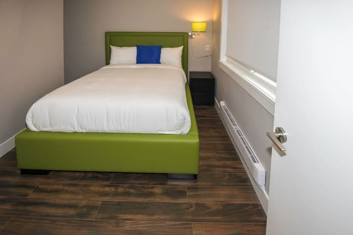 (NO CLEANING FEE) #207 Double Bedroom Queens Hotel