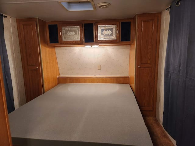 1999 Aljo 5th Wheel Trailer 1 Bedroom 1 Bath