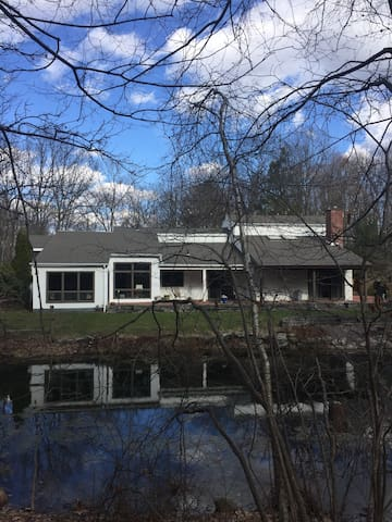 Hudson Valley Hideaway / Large Modern Home w/Pool - Highland - Ferienunterkunft