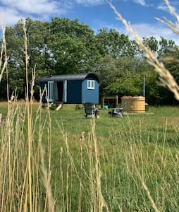 Luxury Shepherds Hut in the Suffolk Countryside
