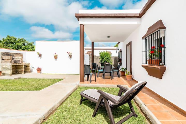Magnífica casa de vacaciones con jardín en zona residencial - Casa Antonia 1