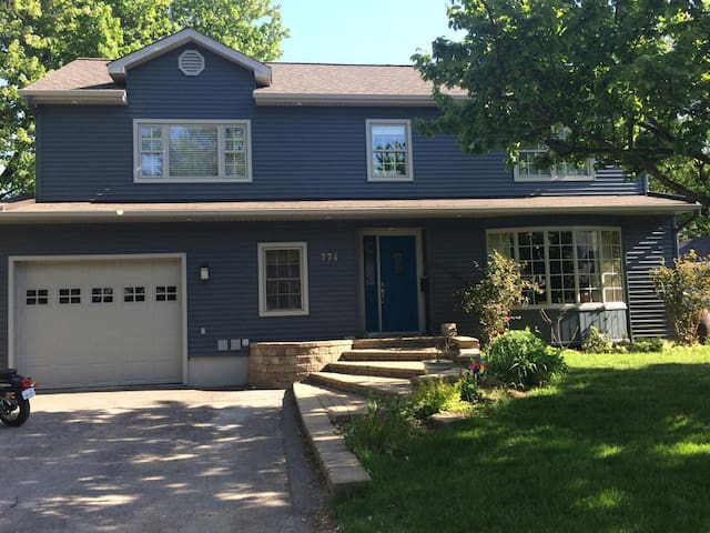 Large beautiful home in luxurious Manor Park