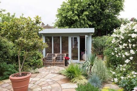 Luxury Garden Apartment in Zone 2 Central London - Londra - Chalet