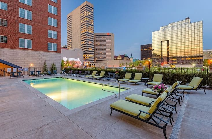 Columbus Commons 1 Bedroom Apartment with a view!